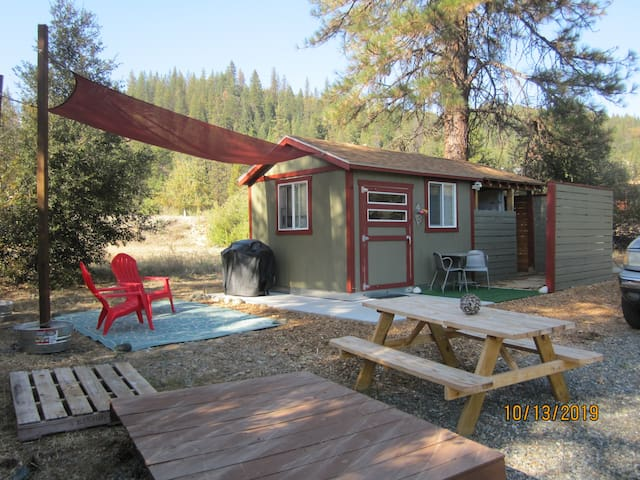Fishella Motela Sleep Cabin and RV site