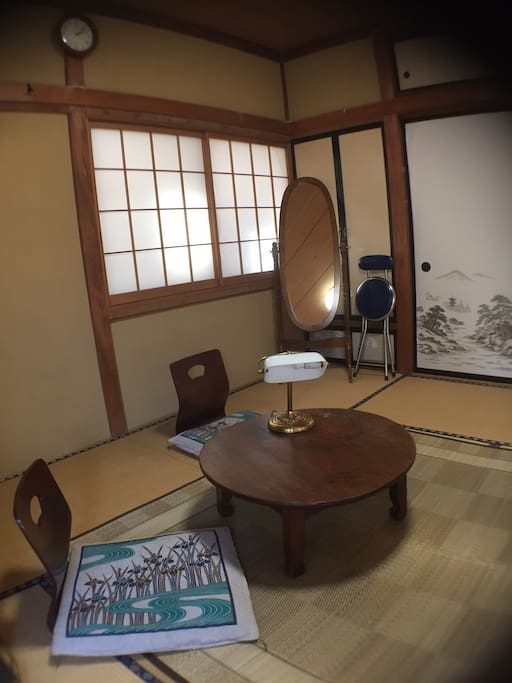 A room with traditional tatami is quiet and calms down.