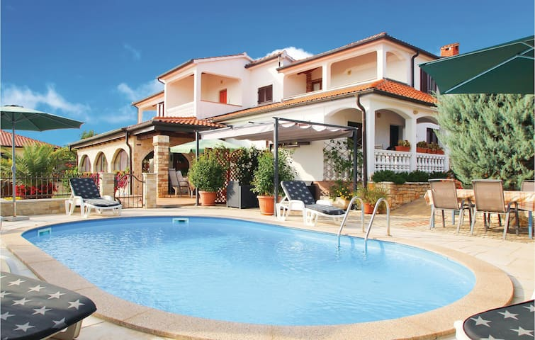 Holiday apartment with 2 bedrooms on 46 m² in Brnobici