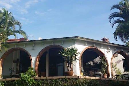 Hermosa Casa en Cuernavaca - House