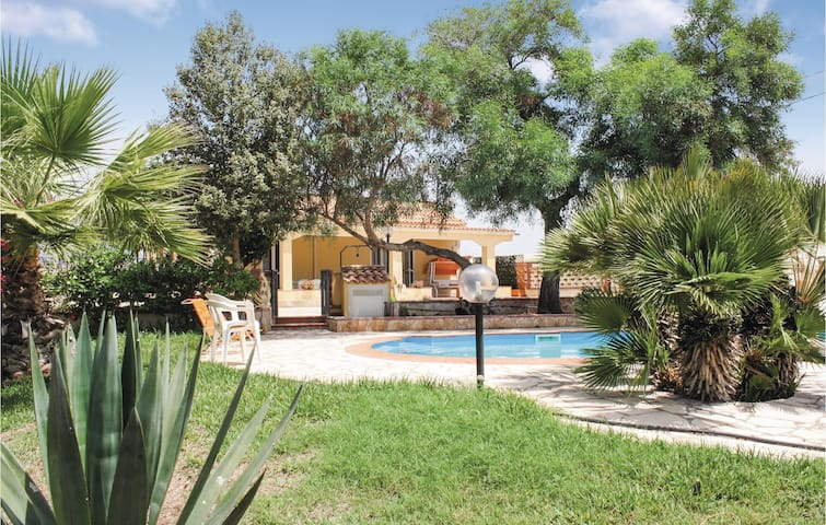 Holiday cottage with 4 bedrooms on 120m² in Pachino SR