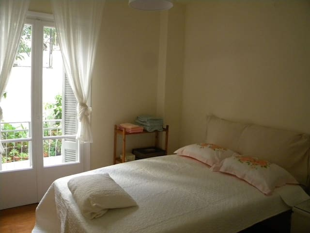Cosy apartment with nice garden close to Akropolis - Athina