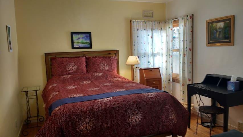 Comfortable room in downtown Santa Rosa