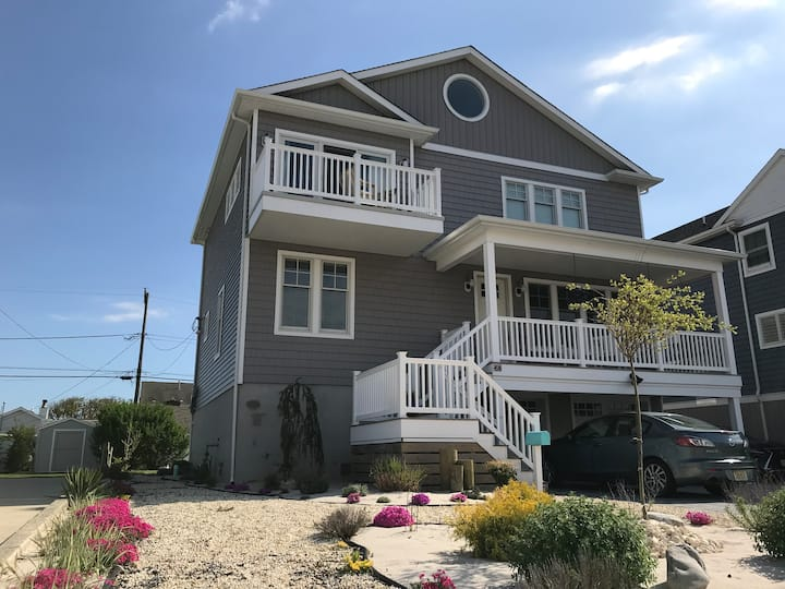 Beautiful family home just a block from the beach!
