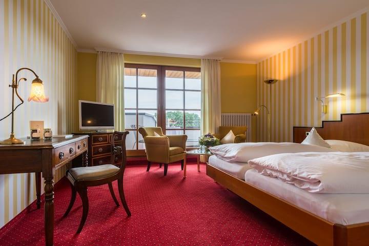 Hotel-Restaurant-Vinothek Lamm, (Bad Herrenalb), Komfort Doppelzimmer