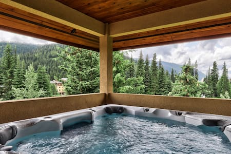 ★Ski In/Out, Private Hot Tub w/ Spectacular Views♥