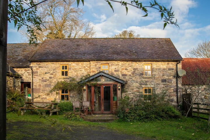 Beautiful Restored Stone Farm Cottage