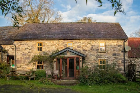 Beautiful Restored Stone Cottage at The Yoga Barn