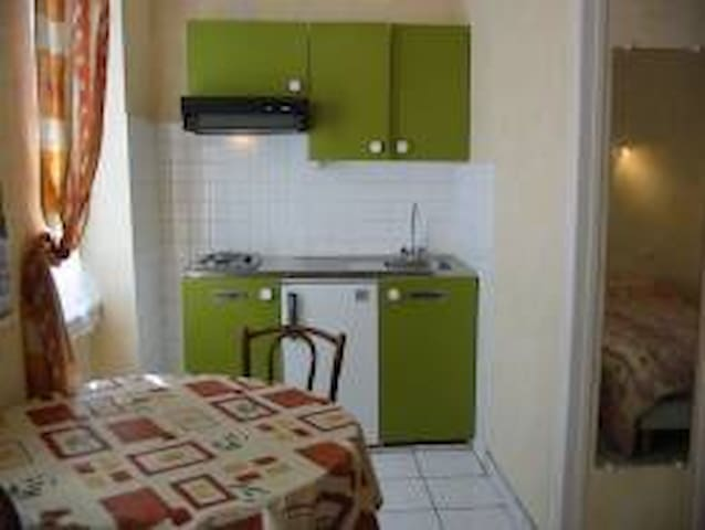 studio avec deux lits - Néris-les-Bains - Appartement