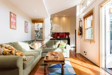 Eco-renovated worker's cottage - Collingwood - House