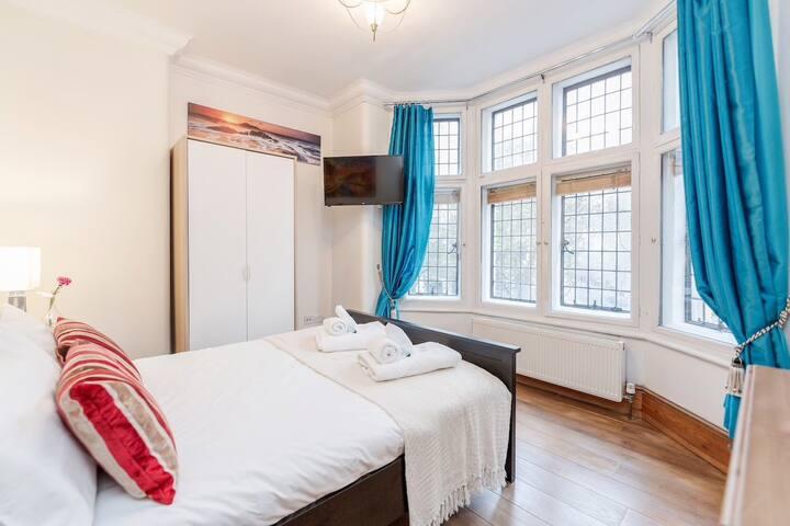 Fantastic Covent Garden Double Bedroom