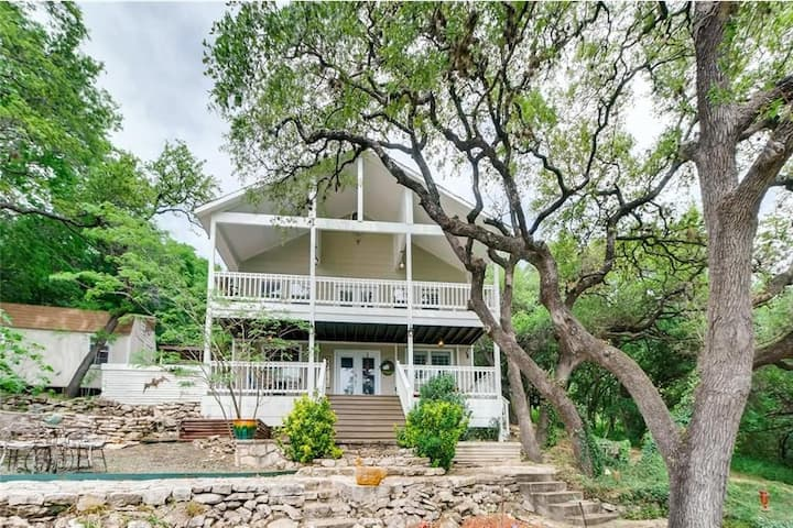 Remodeled Historic Lake Travis Gem!