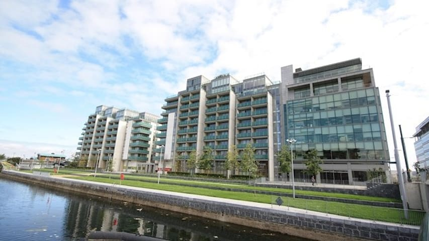 Trendy, Modern Apt Close To Centre With Parking - Dublin