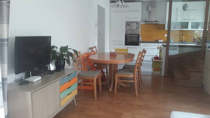 Cosy House,20 min from Prague City Center by train