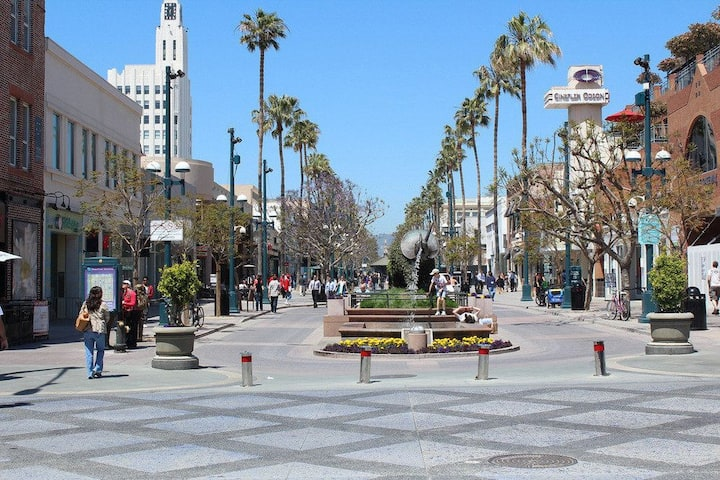 2 Blocks from Santa Monica Promenade; Comfy Apt!