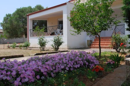 Rural Modern House 1.5KM from beach