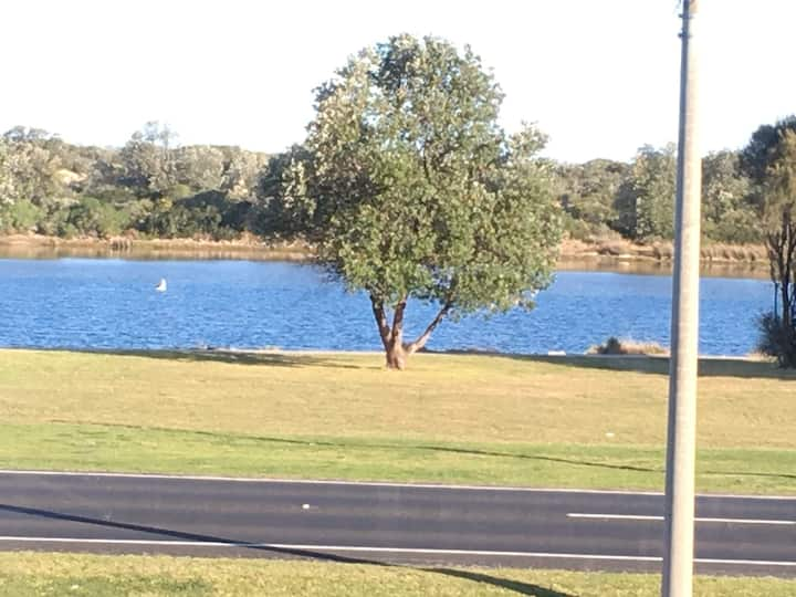 Villa by the Lake in Lakes Entrance