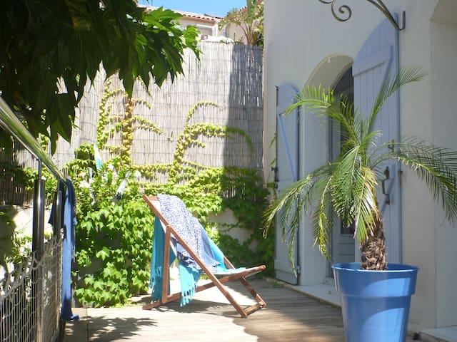 Farniente en terrasse à Calvi, pour vos vacances.