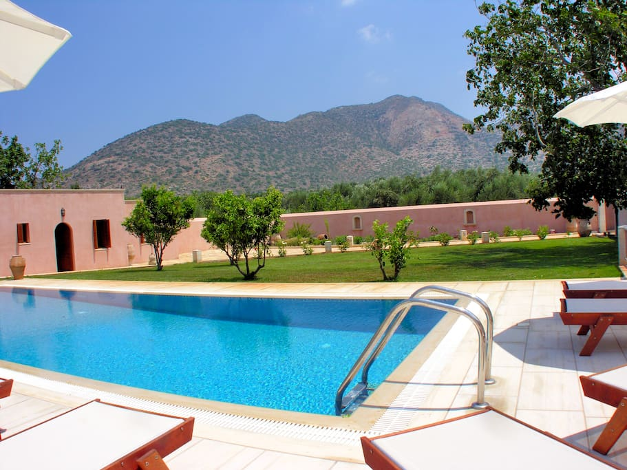 the swimming pool with mountains views!