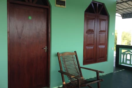 Double Room with Balcony - Hambantota - Гостевой дом