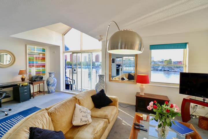 Stylish Penthouse  overlooking river to Chelsea
