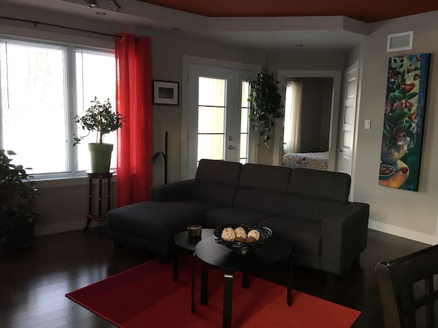 Private house, service apartment
