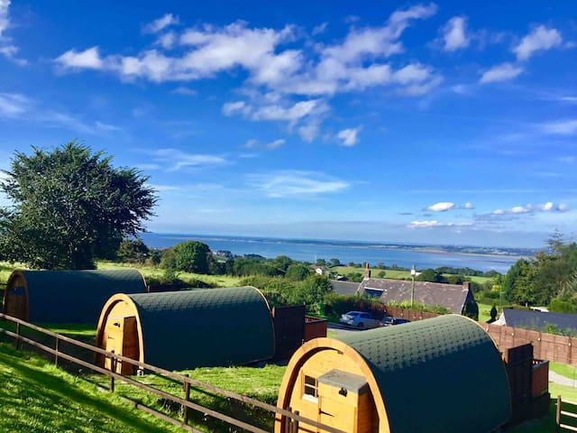 BUTTERFLY luxury POD with HOT TUB and great views.