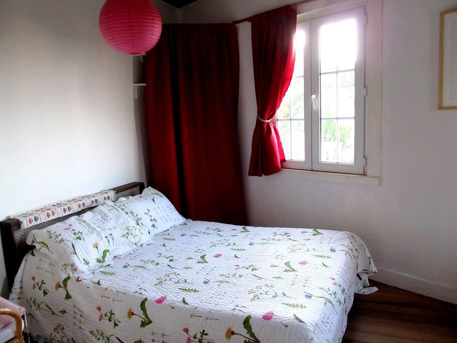 La habitación con cama matrimonial