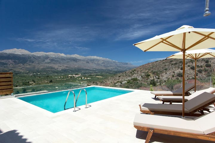Luxury rental Villa with private pool