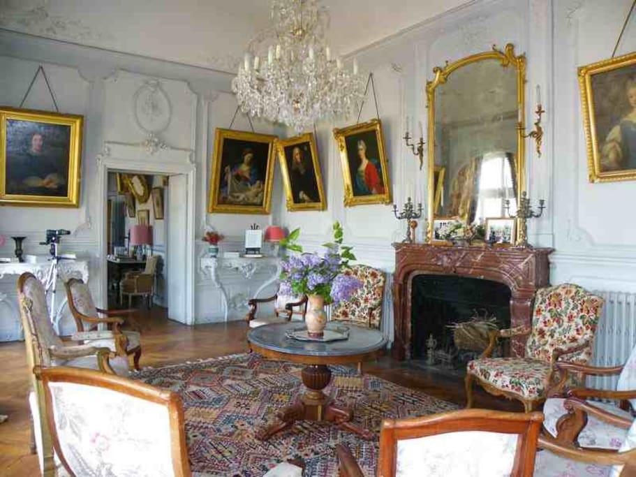 Salon de réception, avec vue sur la Loire