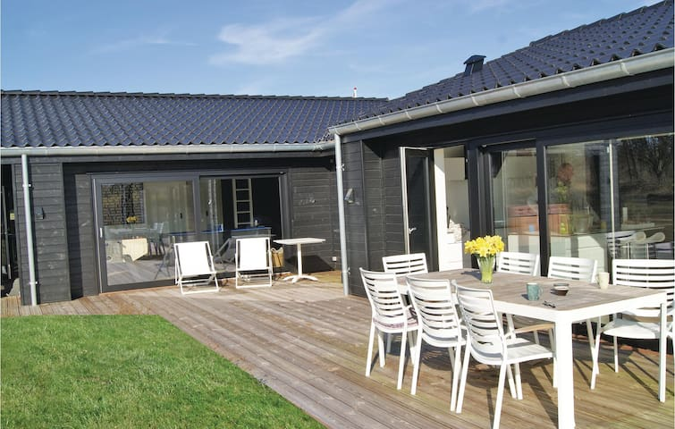 Holiday cottage with 5 bedrooms on 176m² in Ejstrupholm
