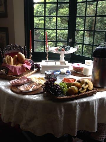 Paz e Sofisticação em Meio à Mata - Embu das Artes - Bed & Breakfast