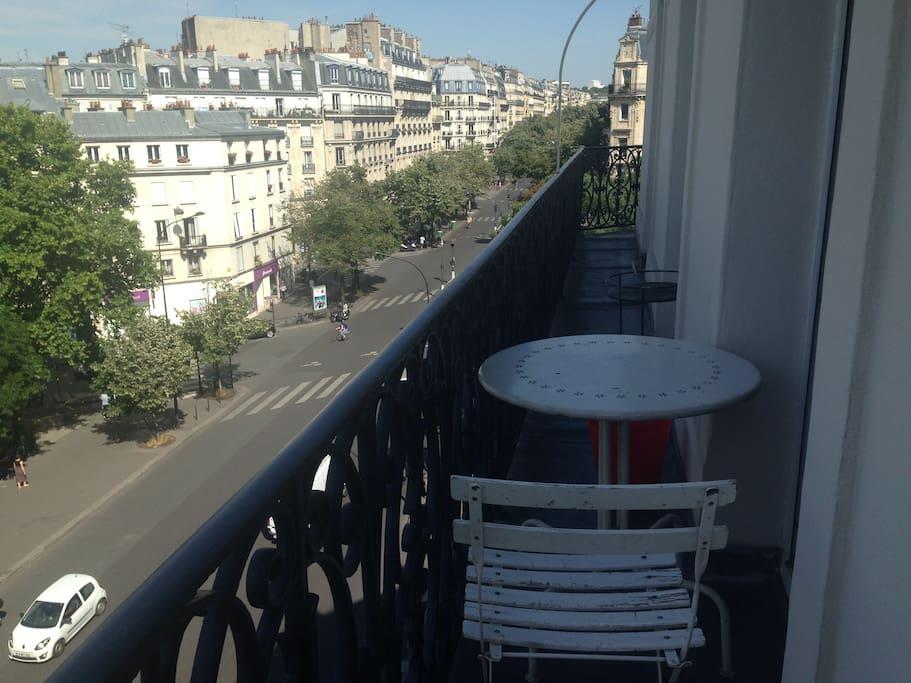 Balcon 5 eme étage (table petit déjeuner ou apéritif 2 places)