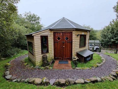 Delightful one bedroomed rural, riverside retreat with free parking and a private garden next to a babbling Irish brook.