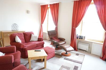 2 bed town Flat - Invergordon - Service appartement