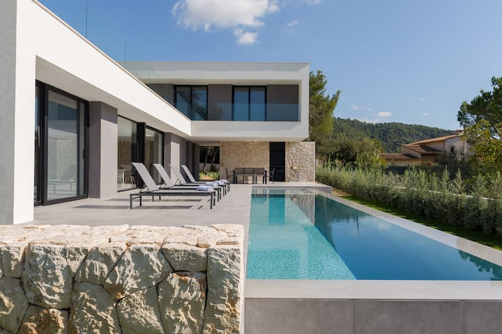 Beautiful and modern villa near to Pollensa