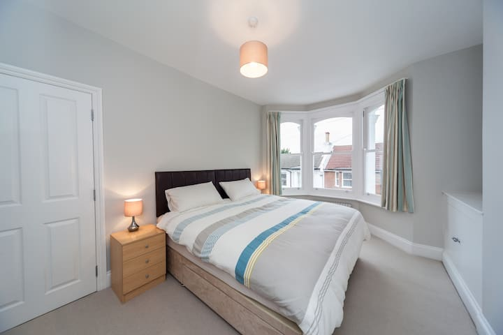 Ensuite Room - Superking or Twin - Brighton - Casa