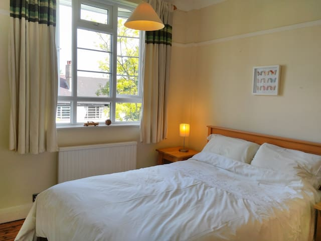 A double bedroom in a flat in Wimbledon