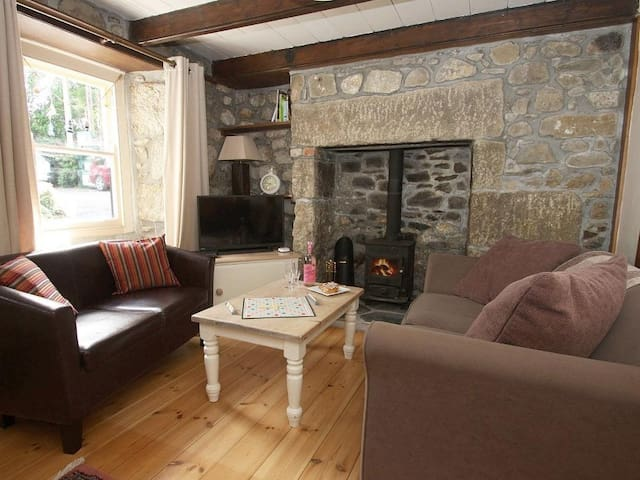 PIPPIN, pet friendly, with open fire in St Ives, Ref 959070