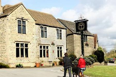 Cosy Apartment above Cotswold Country Pub - Nailsworth - อพาร์ทเมนท์