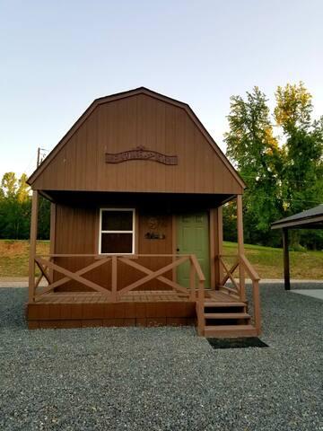 #2 Bear Loft Cabin