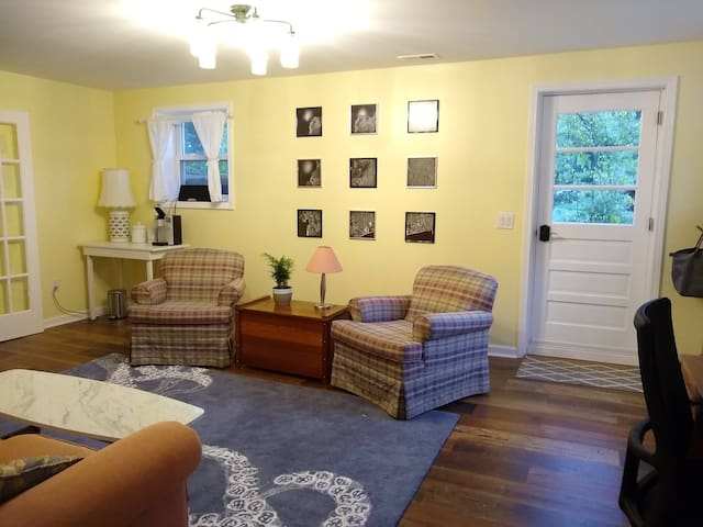 2 bedroom private guest suite south of downtown