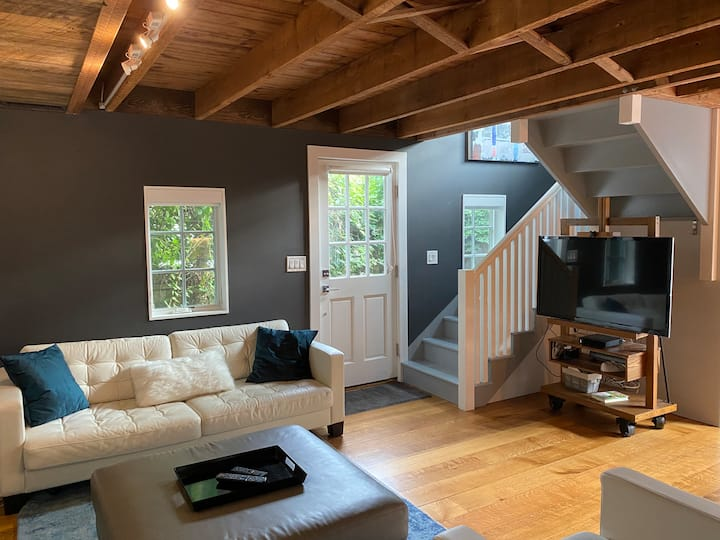 Charming Cottage + Modern Amenities + Office + Spa