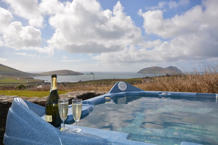 WILD ATLANTIC VIEW - HOT TUB & views. Dingle!