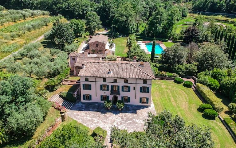 Villa Il Poderino con dependance, parco e piscina