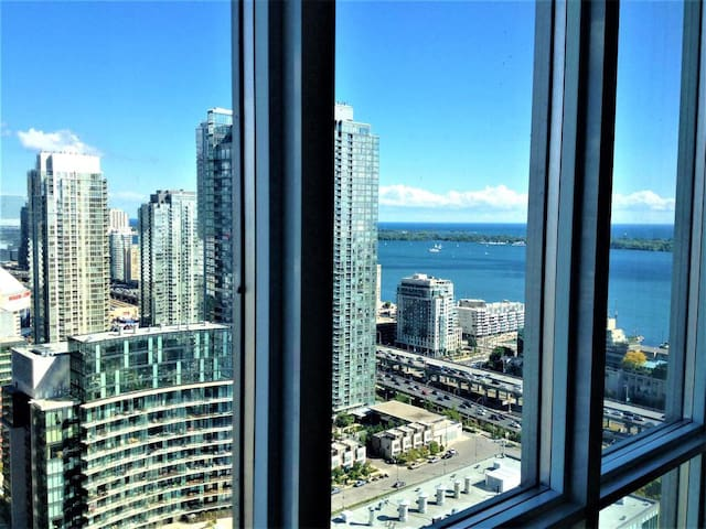 Sky High Lake View Condo Core Downtown Toronto