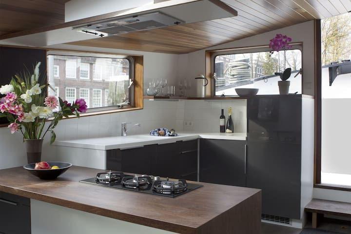 Fully equipped open plan kitchen and entrance