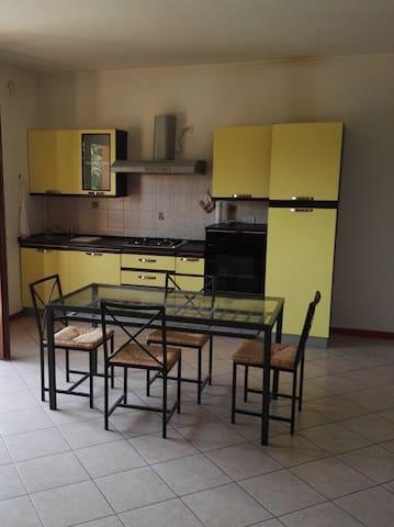 Luminoso bilocale a pochi km da Parma - Sala Baganza - Appartement