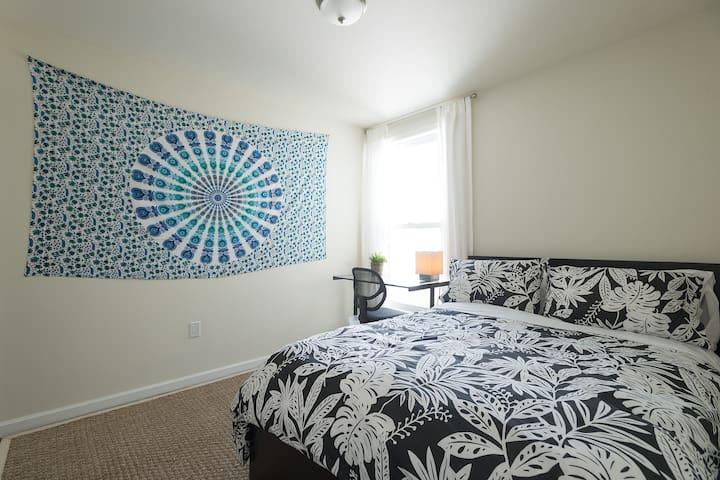 Bright Room in Modern Castro Flatshare
