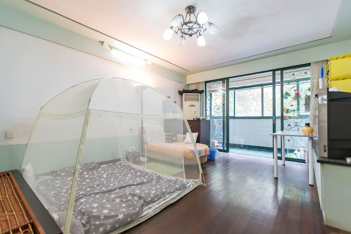 Our living room just for you and LGBT friendly ! - Shanghai - Wohnung